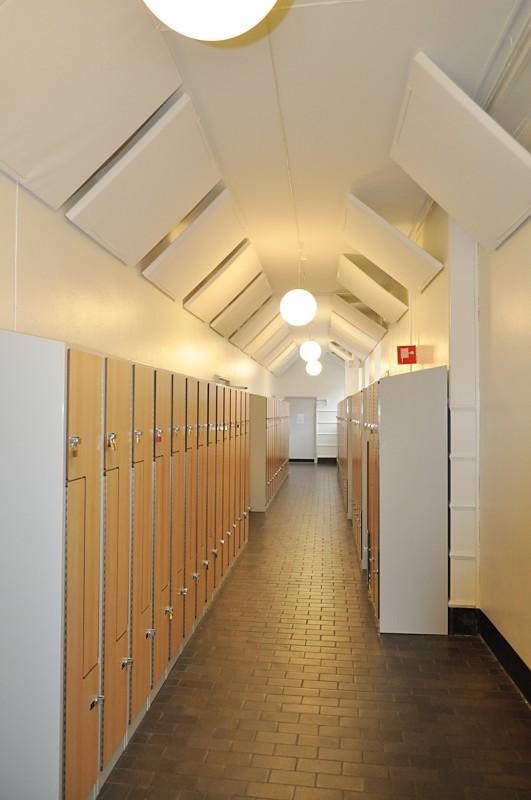 Ljudabsorbenter i korridor
