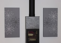 Akustiktavla grå ljudabsorbent på vägg med blommotiv