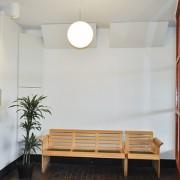Corner basabsorbent monterad i korridor