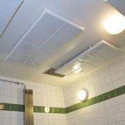 Renett ljudabsorbent för hygienutrymmen monterad i tak