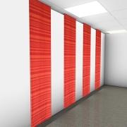 Röda ljuddämpande gardiner utmed vägg