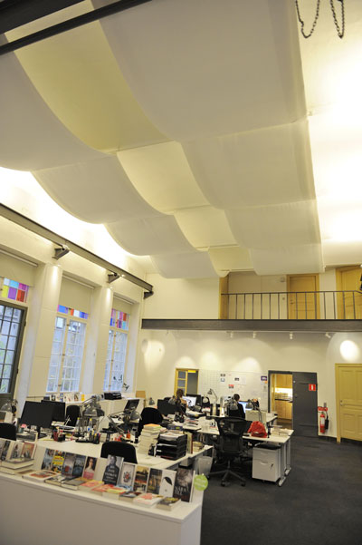 Akustiksegel ljudabsorbent i kontorsmiljö